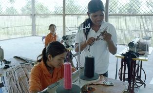 工房で働く女性たち